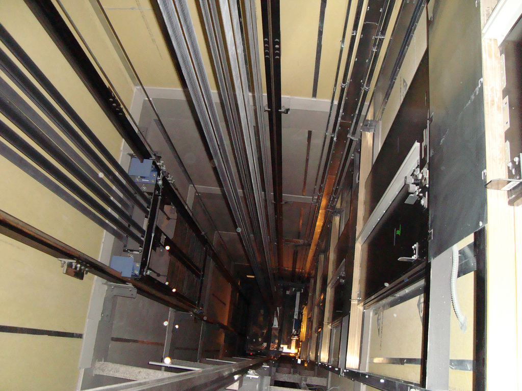 lắp camera cho thang máy 2